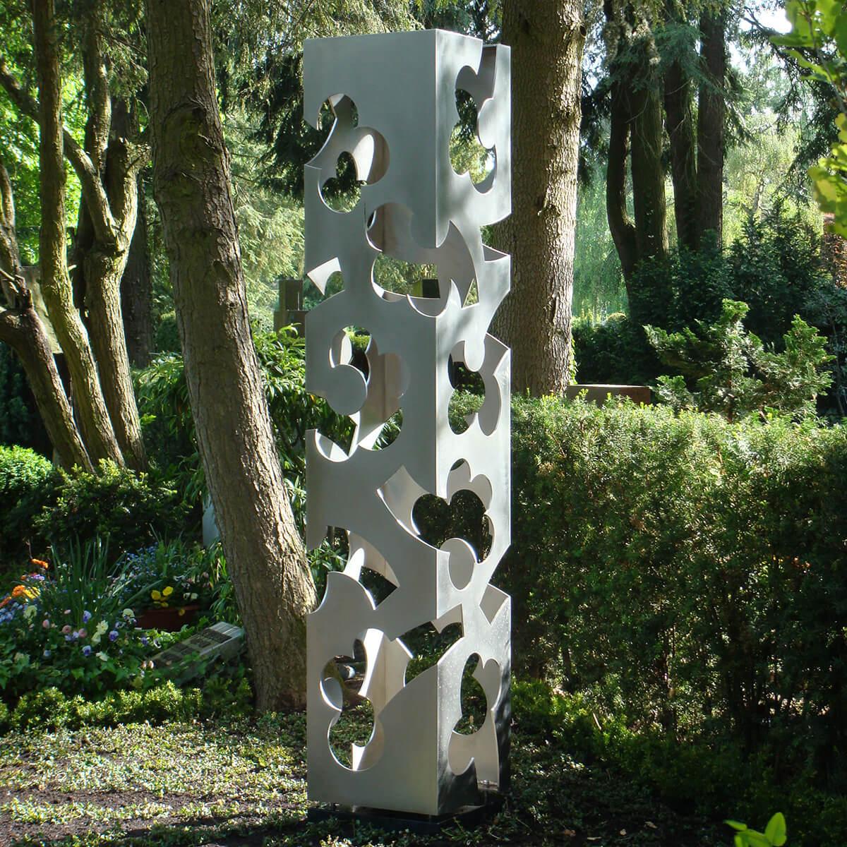 Barbara Jäger Malerei Skulptur Karlsruhe Blütenstele Hauptfriedhof Karlsruhe