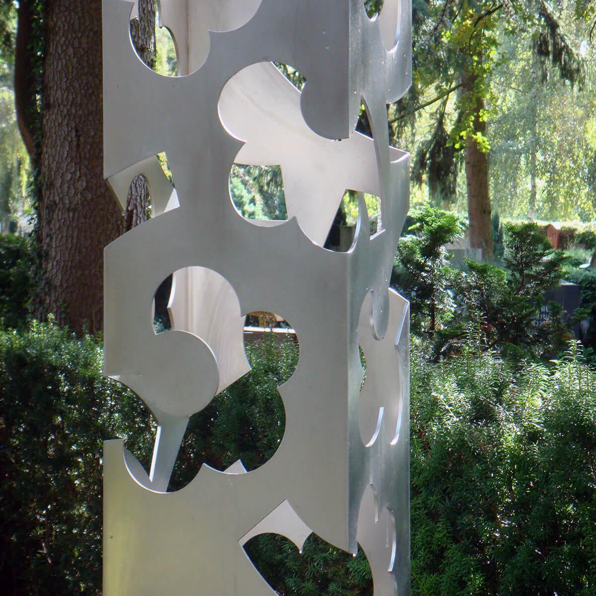 Barbara Jäger Malerei Skulptur Karlsruhe Blütenstele Hauptfriedhof Karlsruhe Kunstprojekt Aspekte