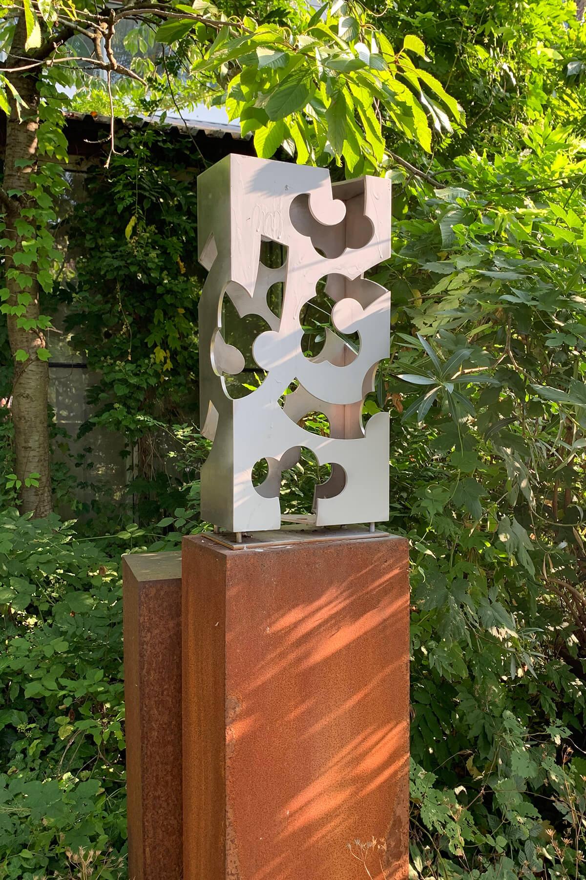 Barbara Jäger Skulpturen Hortus Conclusus Edelstahl