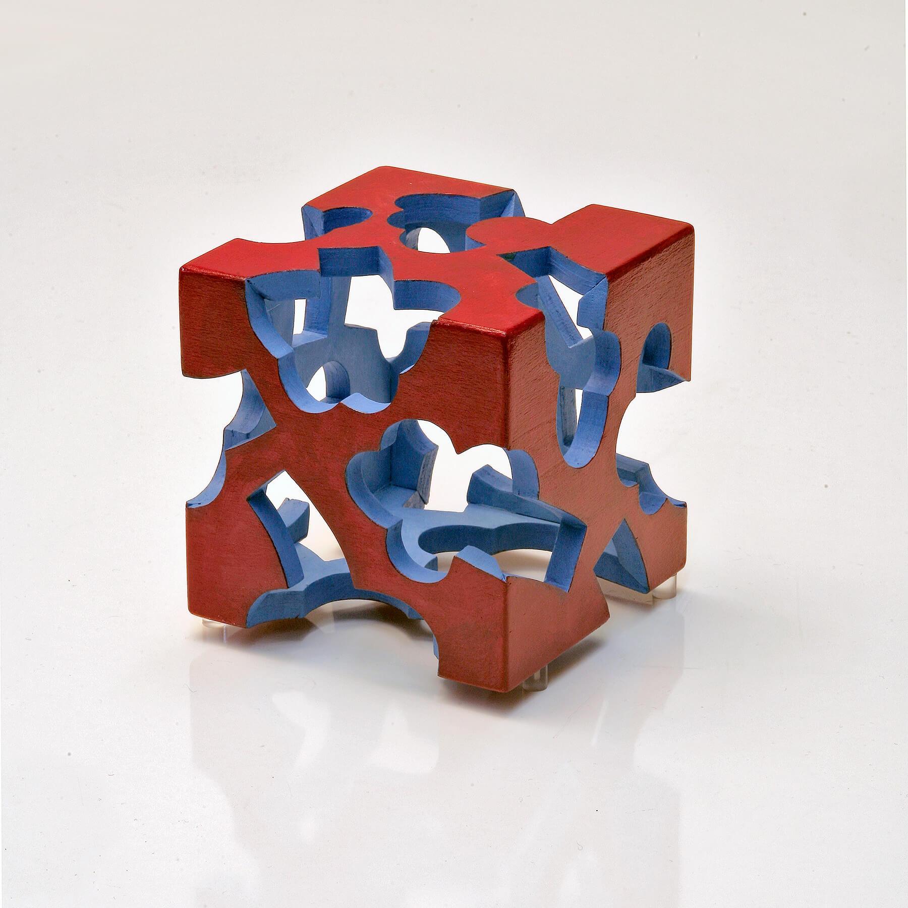 Barbara Jäger Skulpturen Außenrot Innenblau Holz Acryl