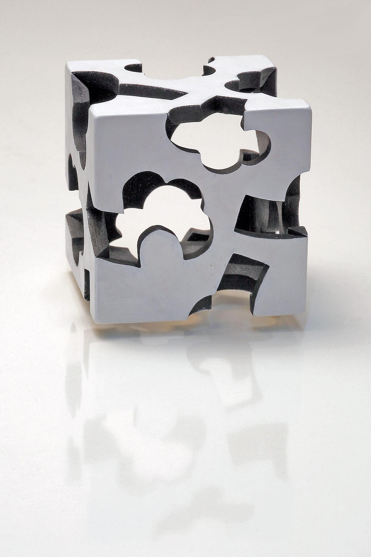 Barbara Jäger Skulpturen Kubus Innenschwarz Holz Acryl