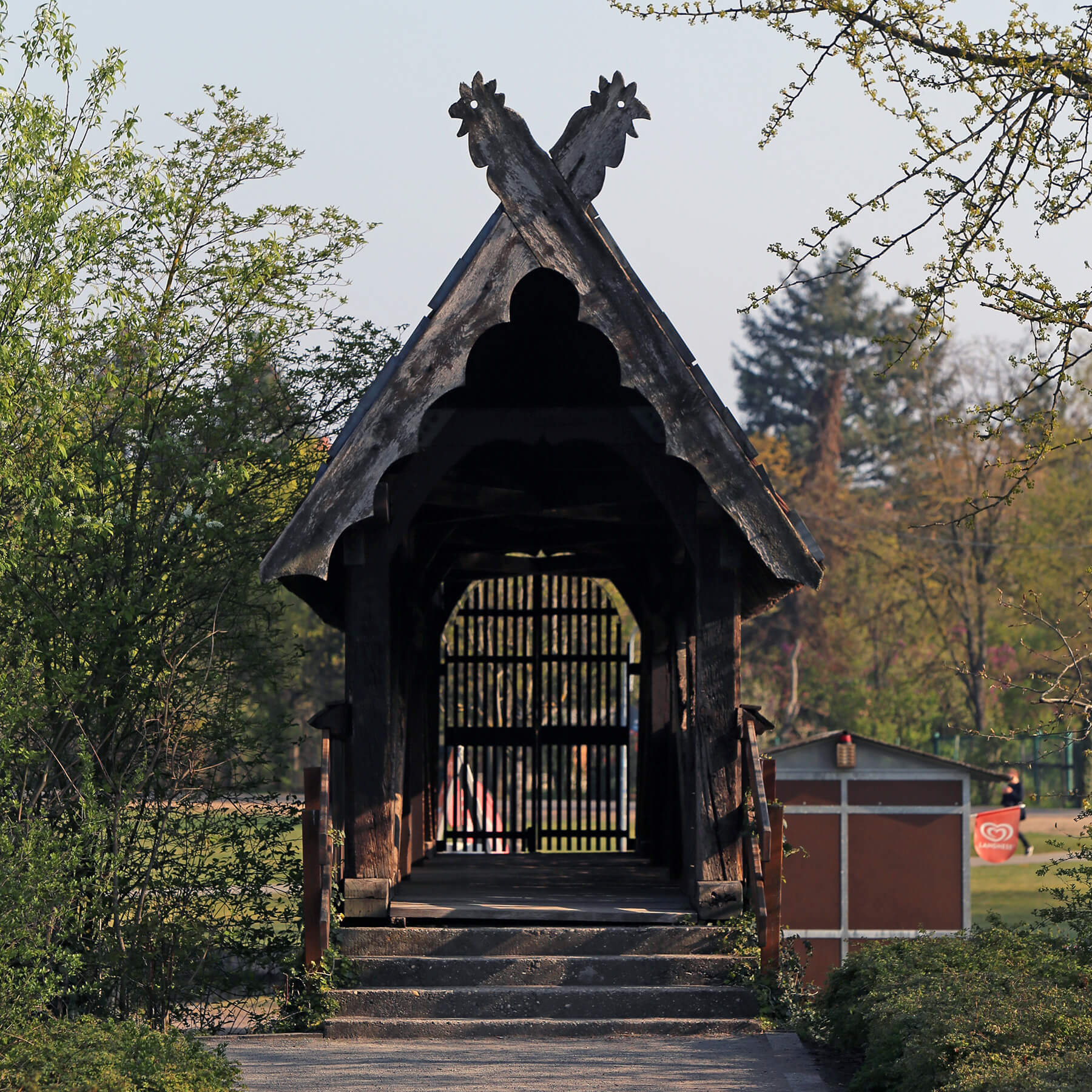 Barbara Jäger OMI Riesterer Gemeinsame öffentliche Werke Überdachte Holzbrücke Günther Klotz Anlage Karlsruhe