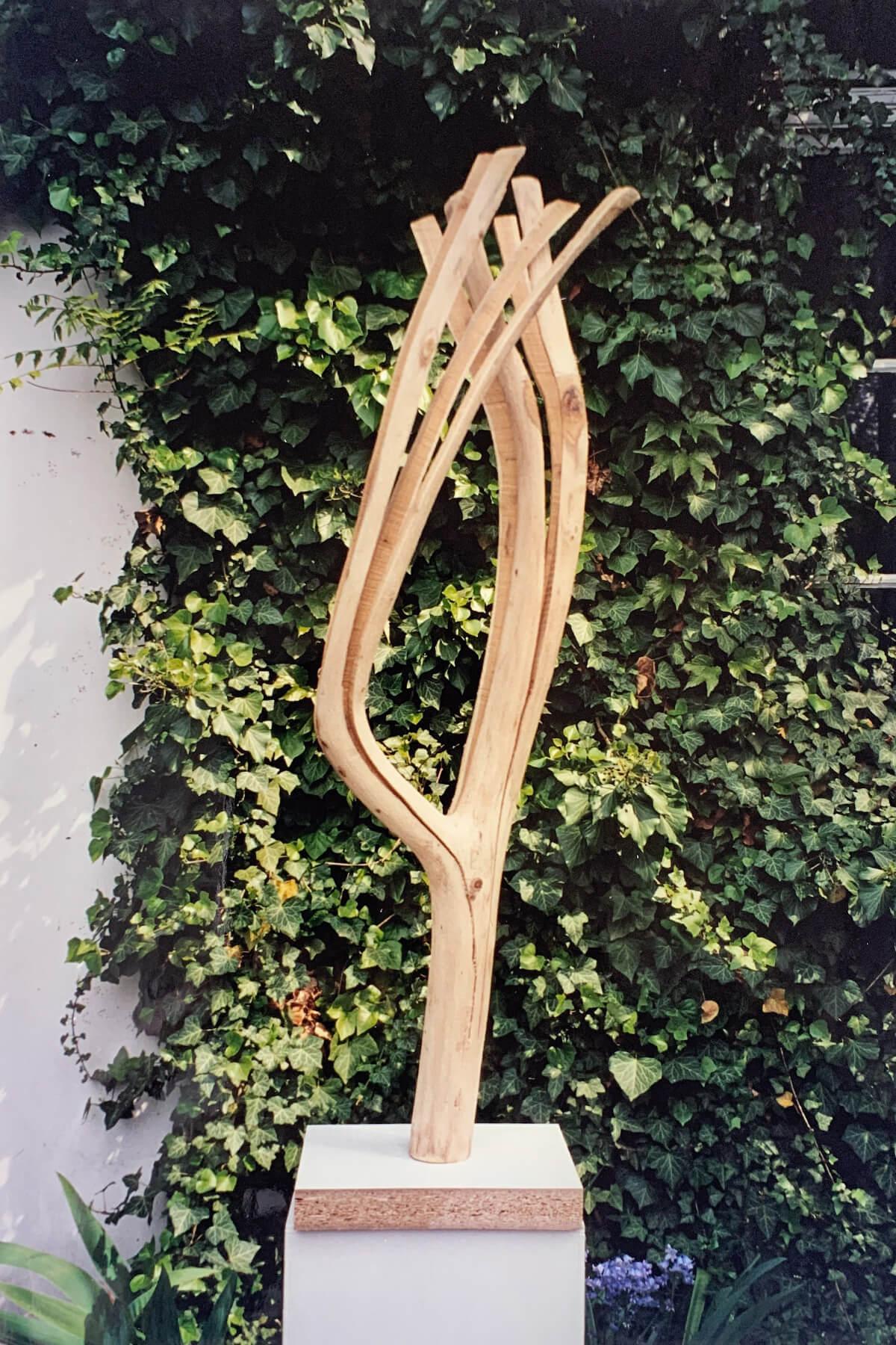 Bildhauer OMI Riesterer Skulpturen Aufgesägt V Akazie