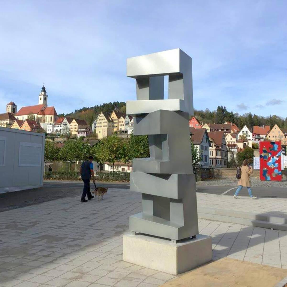 Bildhauer OMI Riesterer Karlsruhe Projekte Skulptur Dreiviertel Horb am Neckar