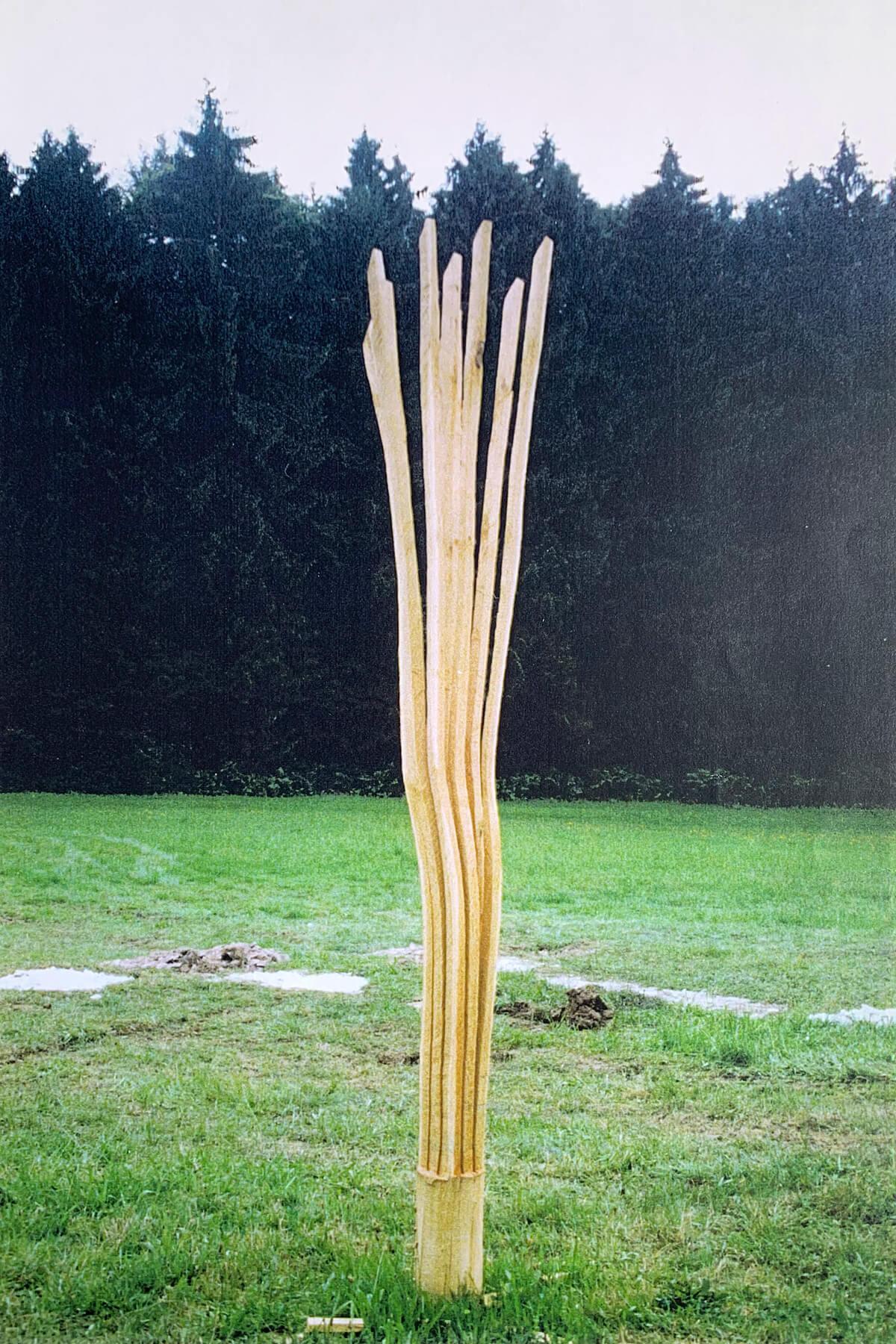 Bildhauer OMI Riesterer Skulpturen Fächerstele Akazie