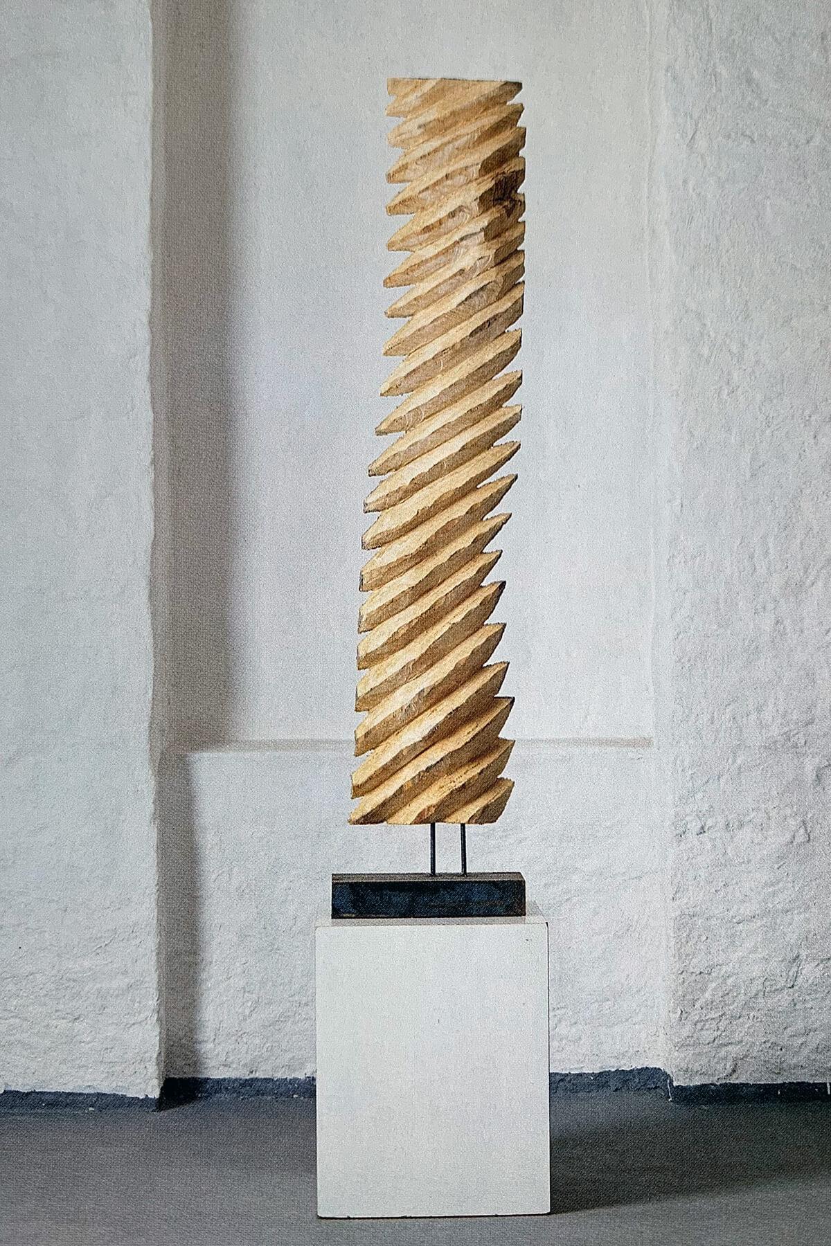 Bildhauer OMI Riesterer Skulpturen Fahne Eschenholz