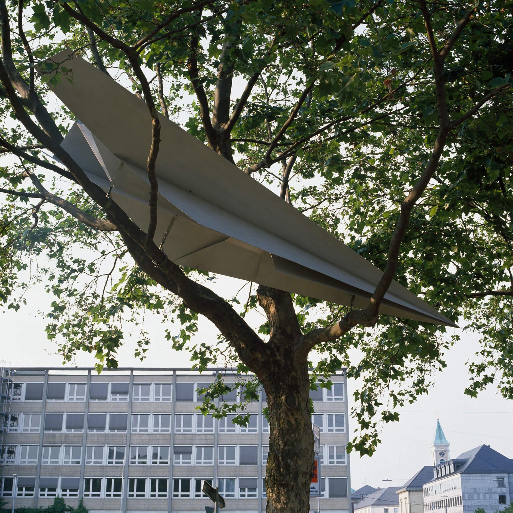 Bildhauer OMI Riesterer Karlsruhe Projekte Flieger im Baum