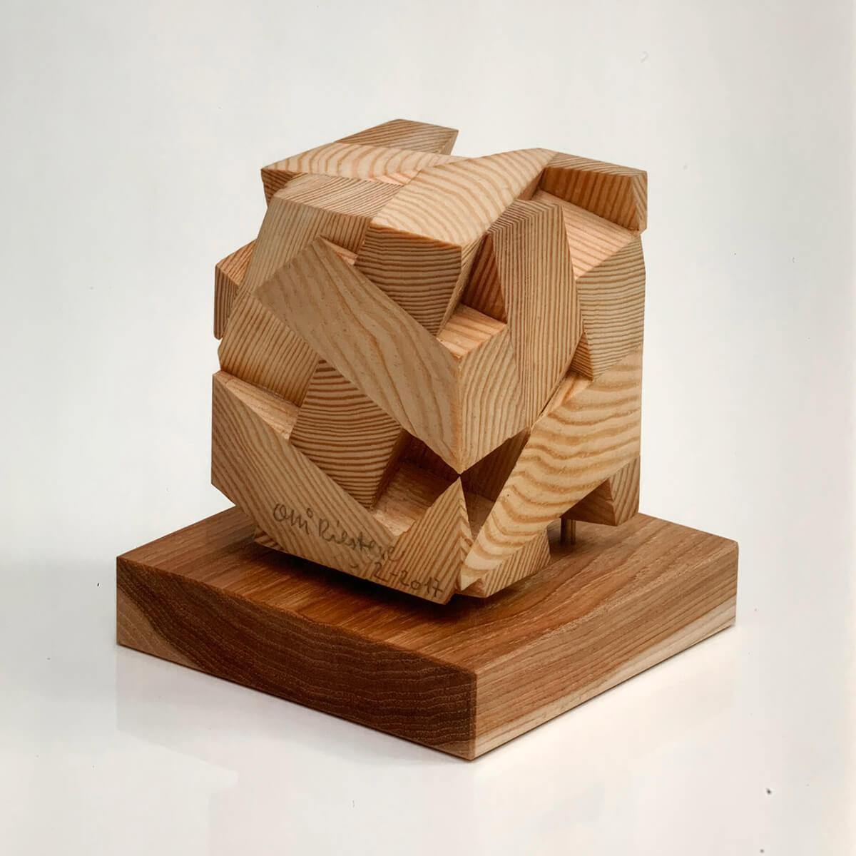 Bildhauer OMI Riesterer Skulpturen Geschlossener Würfel Tanne Fichte