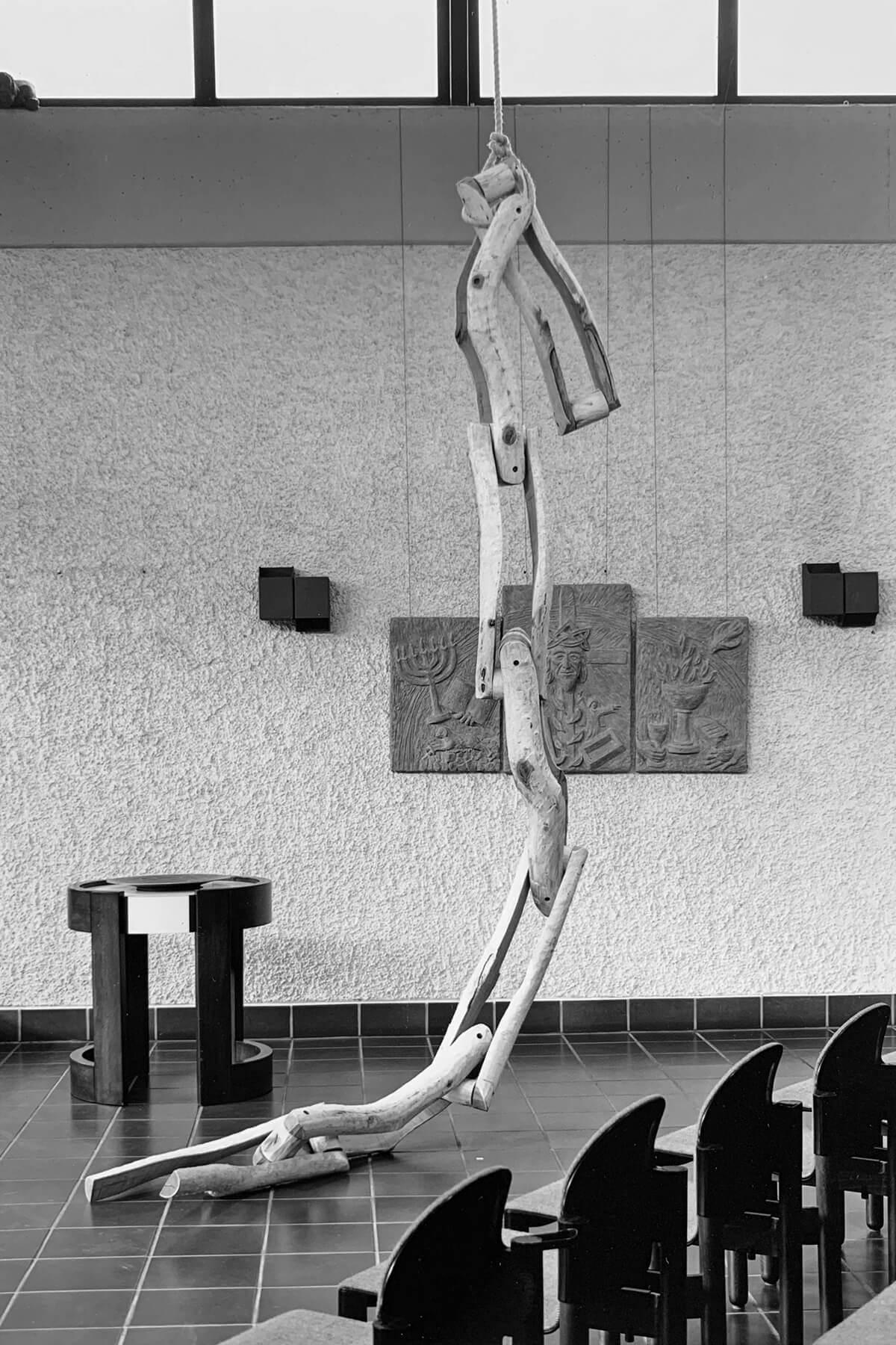 Bildhauer OMI Riesterer Skulpturen Große Kette Akazie
