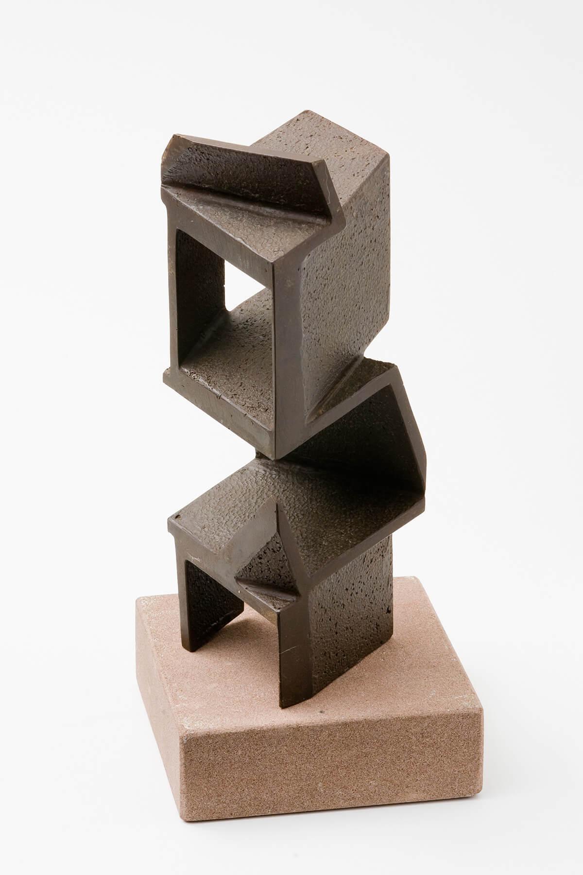 Bildhauer OMI Riesterer Skulpturen Turm Eisenguss geölt