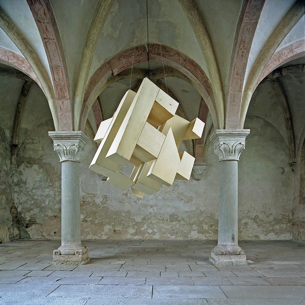 Bildhauer OMI Riesterer Skulpturen Hängewürfel Kloster Brombach