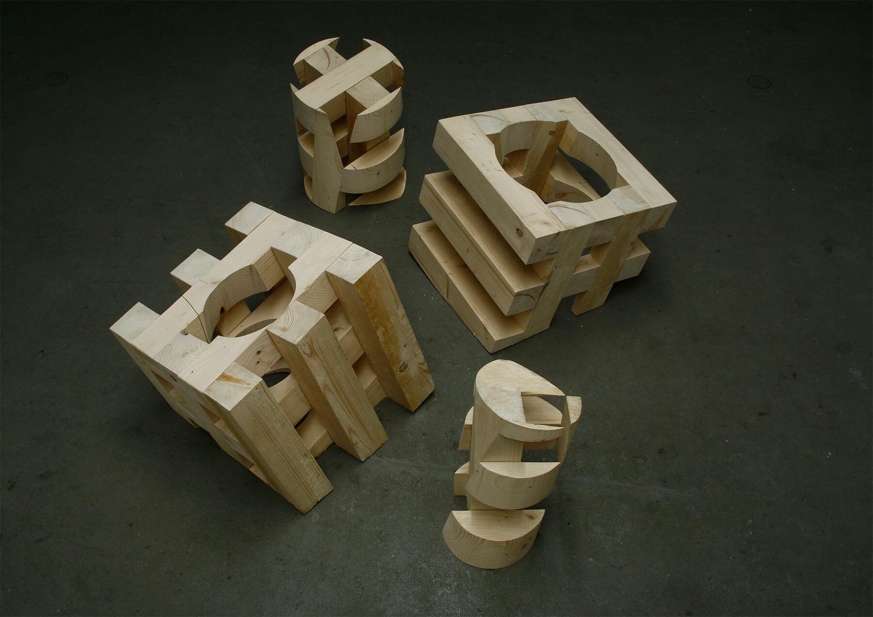 Bildhauer OMI Riesterer Skulpturen Mantel und Kern Tannenholz