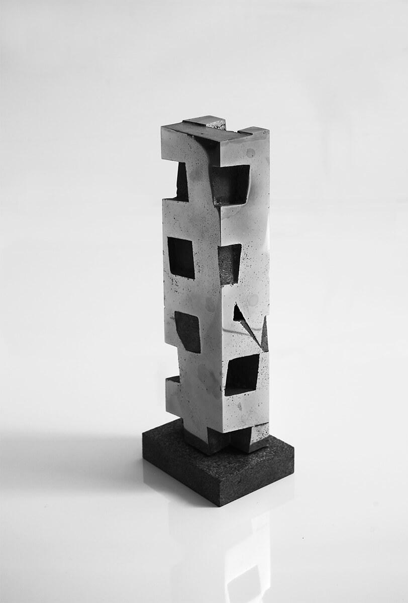 Bildhauer OMI Riesterer Skulpturen Säule Rechteck Aluminium