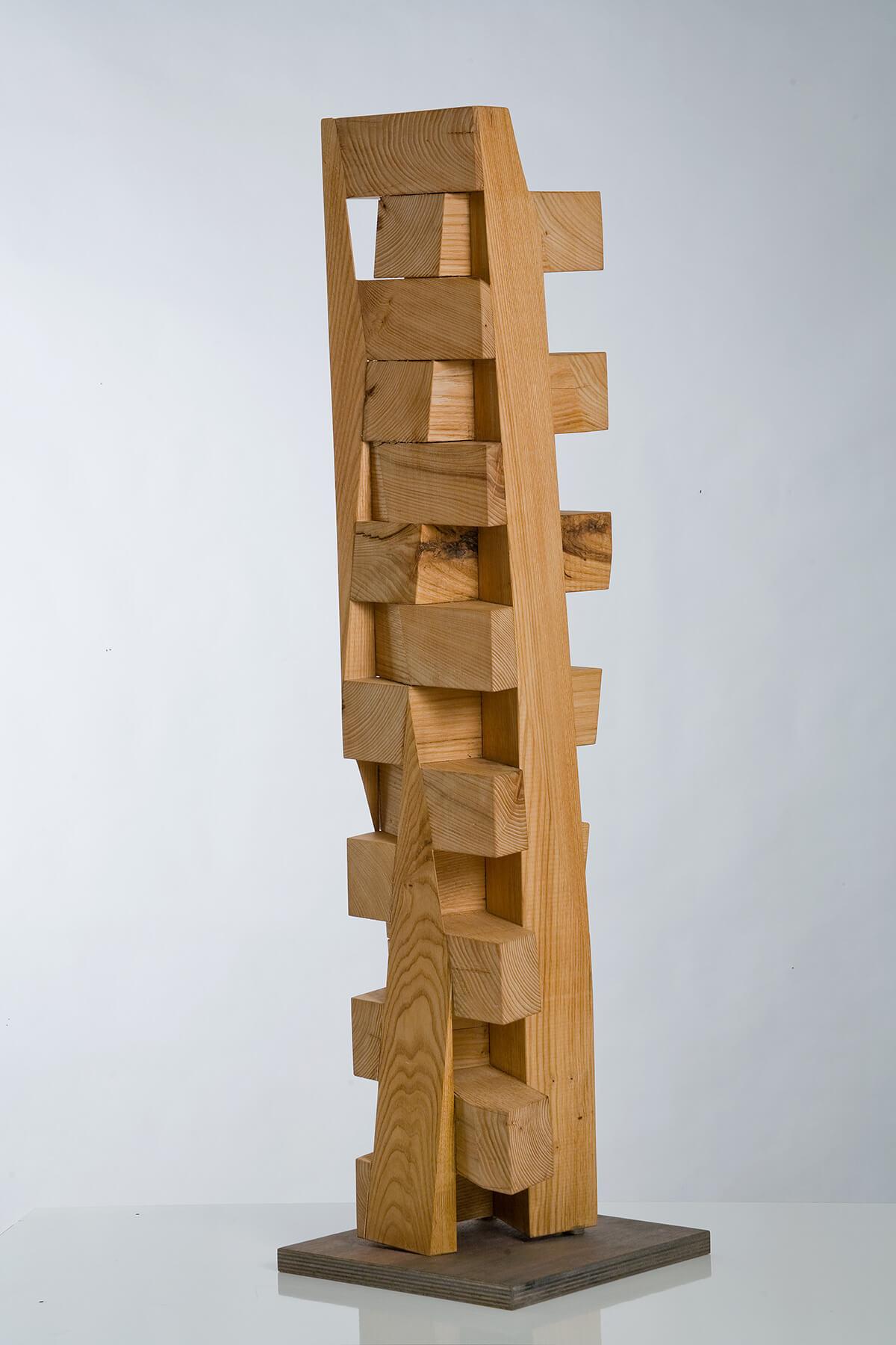 Bildhauer OMI Riesterer Skulpturen Wooden Tower Esskastanie geölt