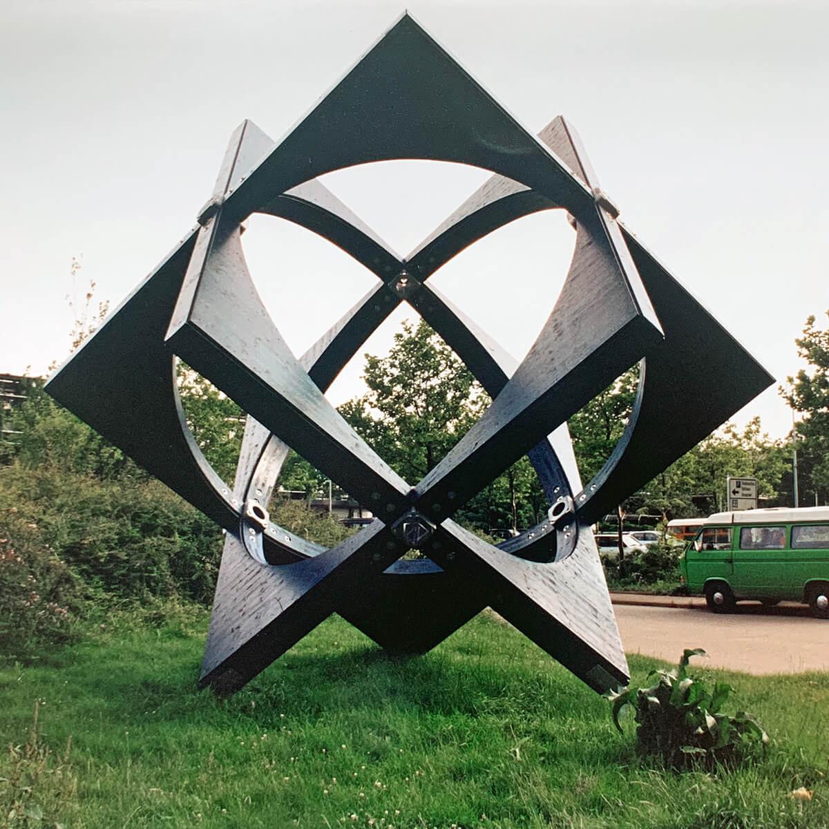 Bildhauer OMI Riesterer Karlsruhe Projekte Kugelwürfel Technisches Rathaus Freiburg