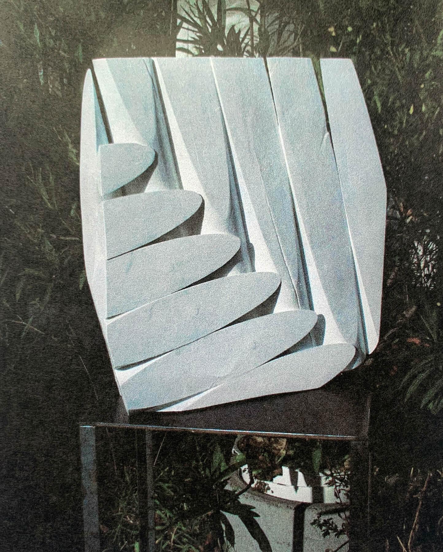 Bildhauer OMI Riesterer Skulpturen Wand rund Holz
