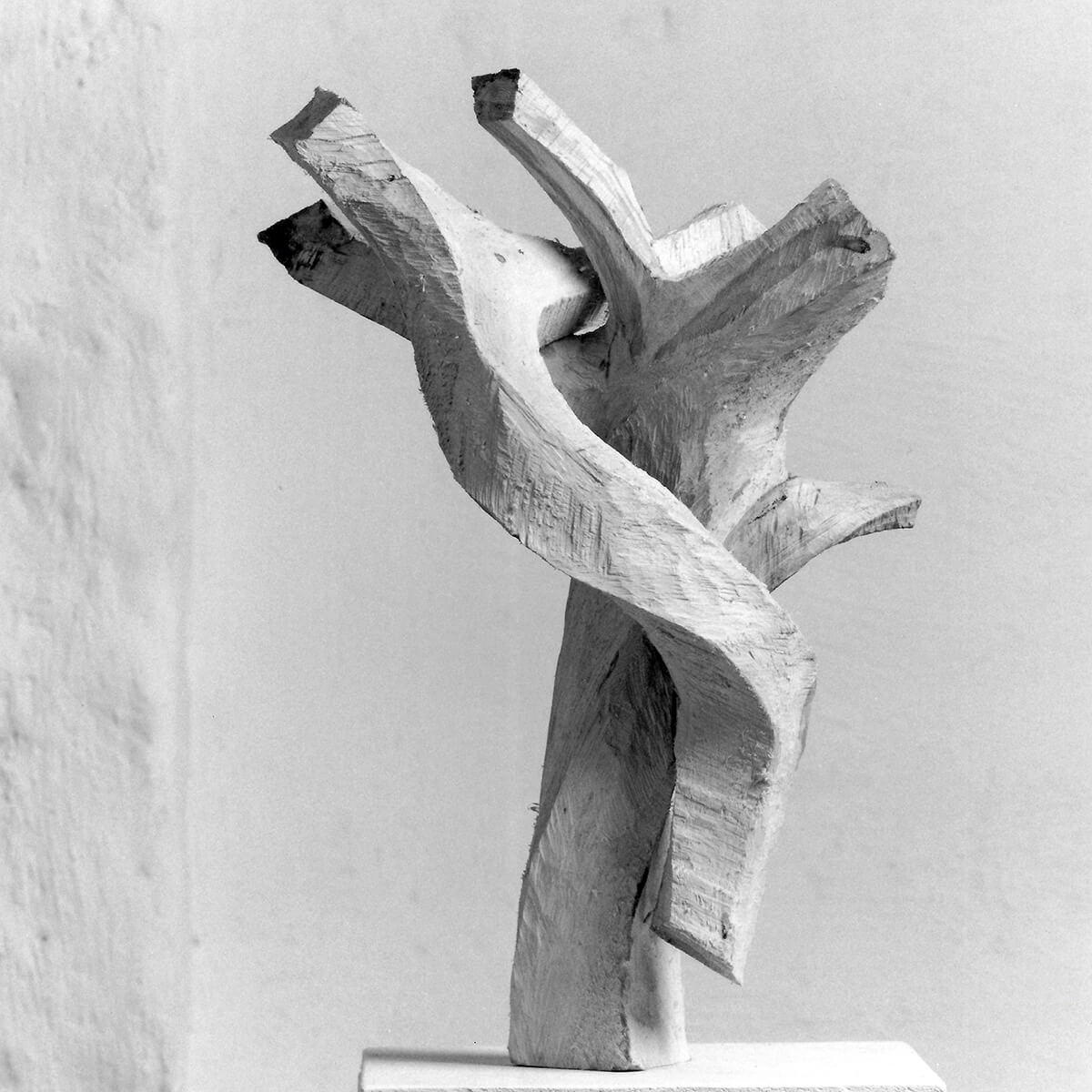 Bildhauer OMI Riesterer Skulpturen Werkgruppe 1 Holz als Formgeber